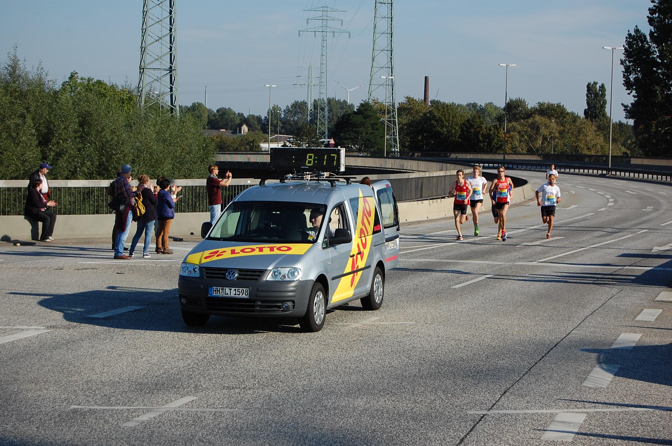 5. Köhlbrandbrückenlauf: Läufer Lauf 2 bei km 2,5 (Beginn der Brückenrampe)